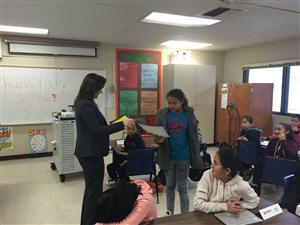 Mayor Libby Schaaf visits WeCode students. 03